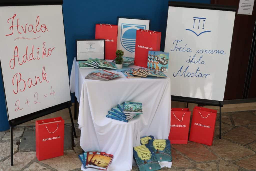 Addiko Cares – nabavljene knjige za biblioteku Treće osnovne škole u Mostaru