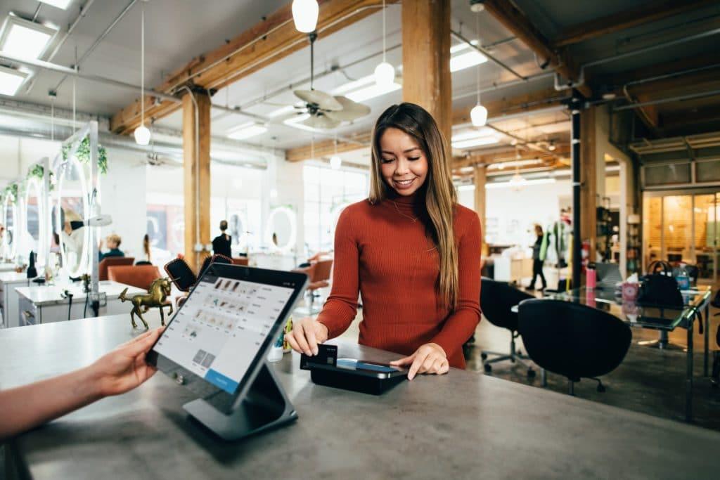 Šta određuje ponašanje kupaca u online prodavnicama?